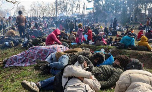 Turquia evacua centenas de migrantes da fronteira grega em meio a pandemia