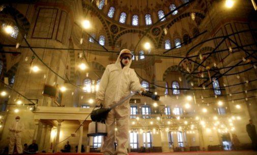 Mesquitas reabrem as portas na Turquia