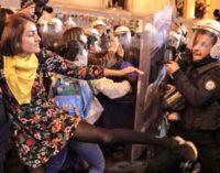 Polícia interrompe marcha do Dia das Mulheres em Istambul