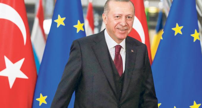 Ancara quer apoio de Bruxelas para levar NATO a envolver-se na Síria
