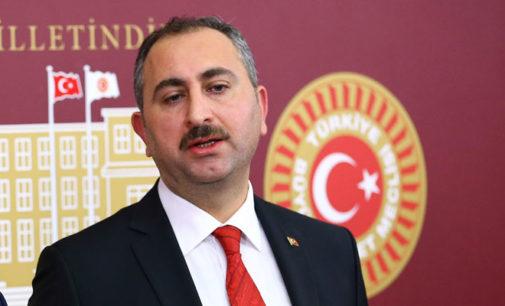 Três presos turcos morrem por coronavírus