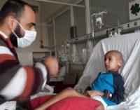 Paciente de 8 anos com câncer vê pai preso por apenas 5 horas após campanha nas redes sociais