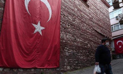 Com erros, Turquia se aproxima dos 100 mil casos de coronavírus