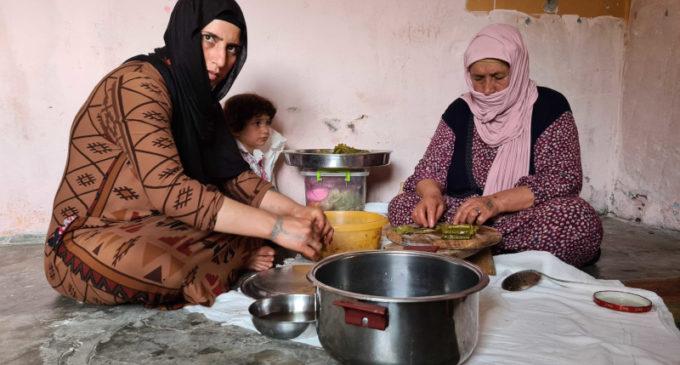 Refugiados sírios enfrentam medo e fome na Turquia