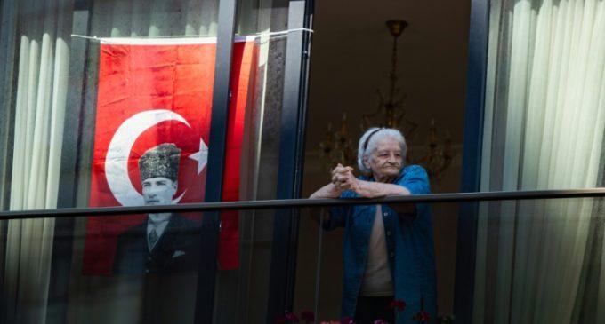 Turquia alivia restrições ao confinamento por COVID-19