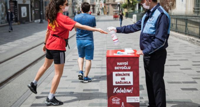 "Turquia declara ""#MissãoCumprida"" contra o coronavírus"
