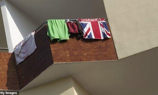 Turquia detém homem por pendurar toalha do Reino Unido na janela