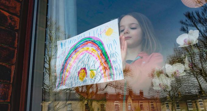 Desenhos de Arco-íris na Turquia tornaram-se outro símbolo de divisão