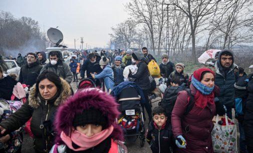 Os refugiados em Pazarkule que se tornaram peças no jogo de Erdogan