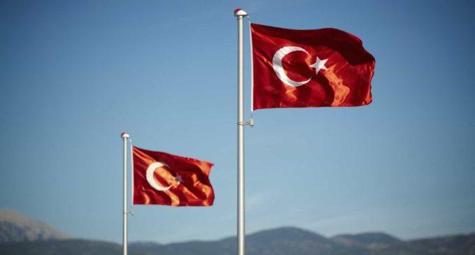 Polícia turca detém membros do partido de esquerda pró-curdo em protesto