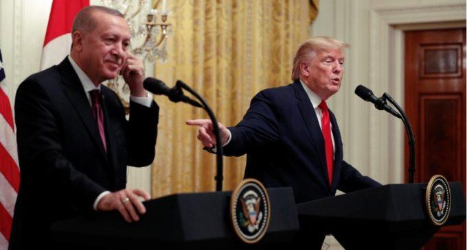 """Governo turco diz que livro de Bolton é """"enganoso"""" sobre conversas entre Erdogan e Trump"""