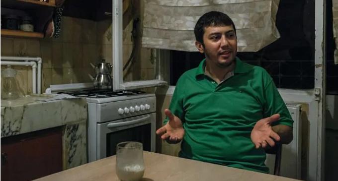 Após 3 anos de prisão na Turquia, cientista da NASA relata provações