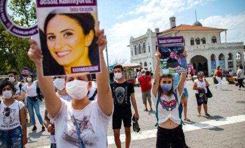 Assassinato na Turquia causa indignação com o aumento da violência contra as mulheres