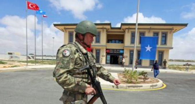 Atentado suicida atinge grande base militar turca na Somália