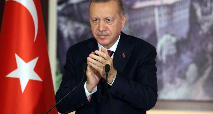 Cai a última barreira para Erdogan controlar mídias sociais na Turquia