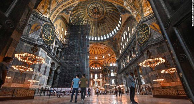 Erdogan ordena a conversão de Santa Sofia de volta a mesquita