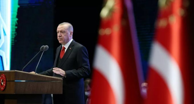 """Erdoğan diz que a Turquia permanecerá na Síria """"até que o povo sírio esteja livre"""""""