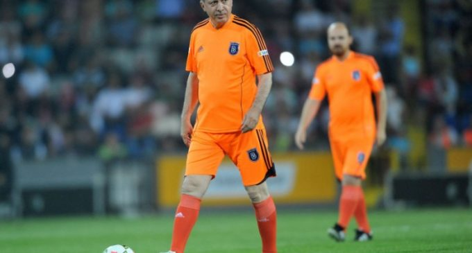 Sem torcedores mas apoiado por Erdoğan, Başakşehir conquista título pela primeira vez