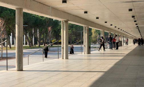 Erdogan fecha universidade ligada ao rival Davutoglu