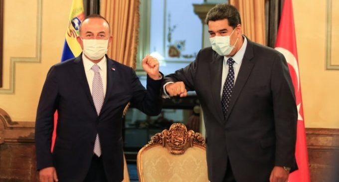 Nicolás Maduro recebe chanceler de Recep Tayyip Erdogan