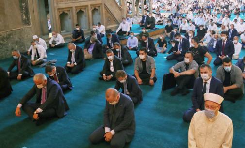 """Orações na Santa Sofia """"desencadearam novos casos COVID-19 da Turquia"""""""