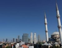 Medo e pobreza na Turquia enquanto pandemia atinge a base de Erdogan