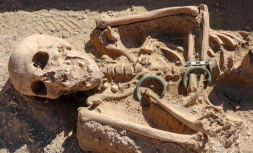 Esqueleto de mulher urartiana do século 9 a.C é encontrado em castelo na Turquia