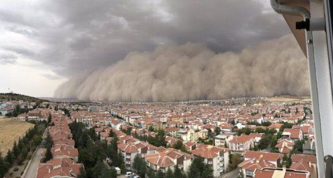Impressionante tempestade de areia cobre capital da Turquia