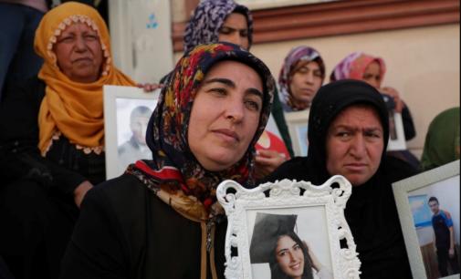 """""""Mães de Diyarbakir"""" exigem a devolução dos filhos desaparecidos na Turquia"""