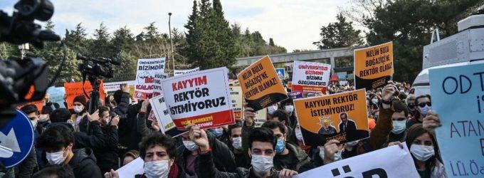 Estudantes de Boğaziçi contradizem as acusações de terrorismo feitas por Erdoğan
