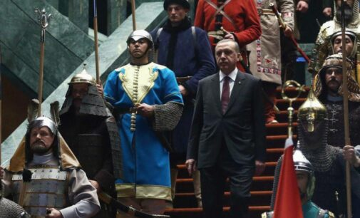Analistas Apontam: O favoritismo de Erdoğan está destruindo a governança meritocrática