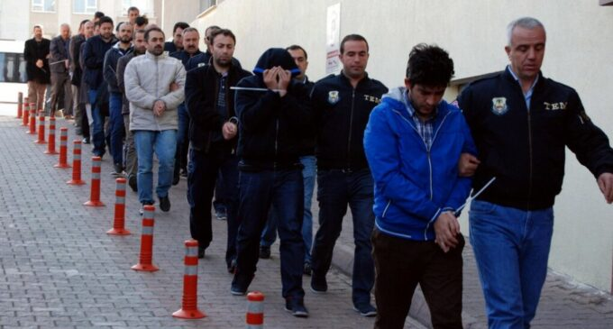 Erdoğan intensifica repressão aos oponentes com detenções em massa