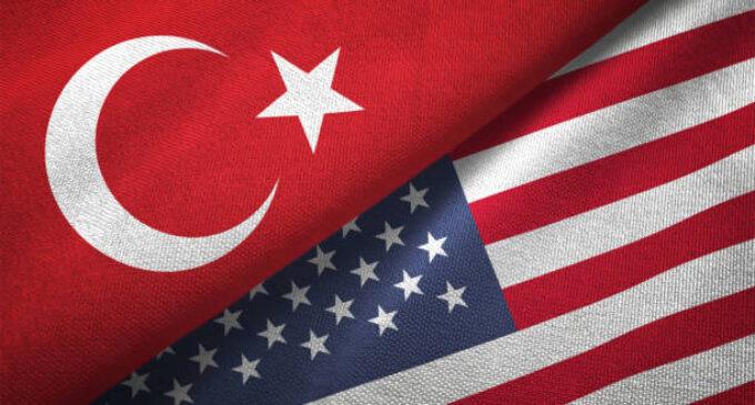 54 senadores dos EUA pedem que Biden pressione a Turquia acerca das violações de direitos humanos.