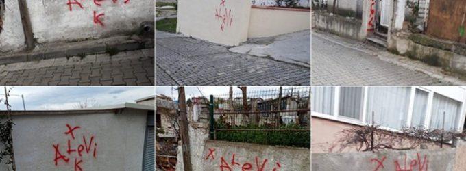 """Casas pertencentes a Alevis marcadas com """"X"""" no oeste da Turquia"""