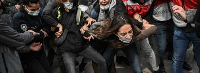 152 estudantes na Turquia condenados a mais de 500 anos de prisão em 5 anos
