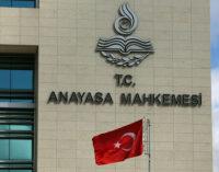 Aliado de Erdoğan renova apelo para fechar o tribunal superior da Turquia