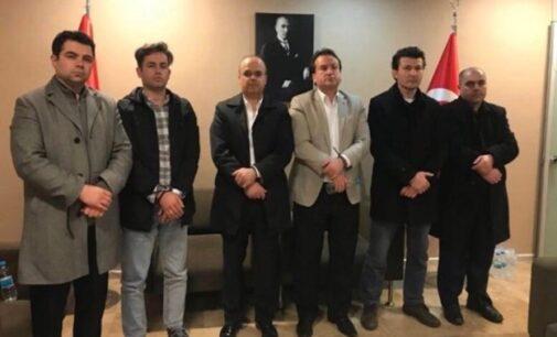 Funcionários envolvidos na deportação ilegal de professores turcos são indiciados pelo tribunal Kosovar