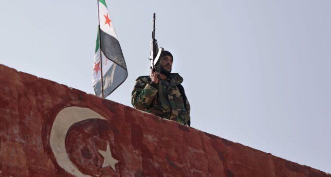 """""""Vitória"""" do Talibã dizimou o plano de Erdoğan de enviar combatentes sírios para Cabul"""