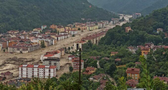 Mídia turca é acusada de relatar abaixo da realidade a destruição pelas enchentes