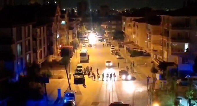 Casas, locais de trabalho de refugiados sírios atacados em Ancara