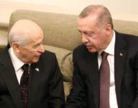 Erdoğan e Bahçeli não cortam laços por envolvimento em crimes