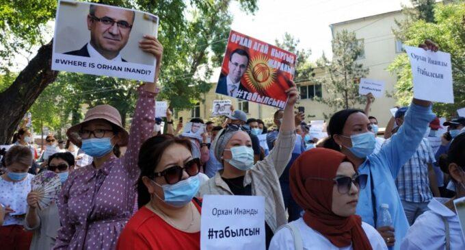 Autoridades quirguizes averiguam o sequestro de educador que apareceu na custódia turca