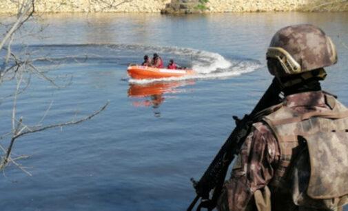 Deputado pergunta sobre refugiados alegadamente jogados no rio
