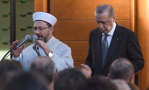Jornalista pró-governo diz a Erdoğan para manter suas mãos longe do Islã