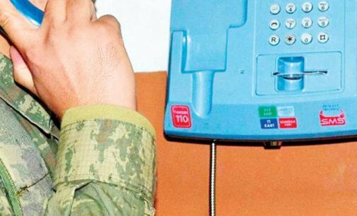 Político enfrenta investigação por uso de telefones públicos