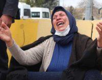 Mulher exigindo justiça para membros da família mortos enfrenta 4 anos de prisão