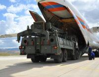 Senadores dos EUA prometem sanções se a Turquia comprar novos mísseis russos