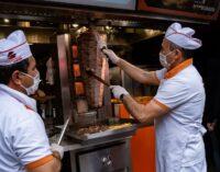 Líder de extrema-direita considera os vendedores de kebab 'separatistas' responsáveis pelo desemprego na Turquia
