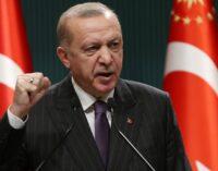 Erdoğan recua da ameaça de expulsar os enviados ocidentais
